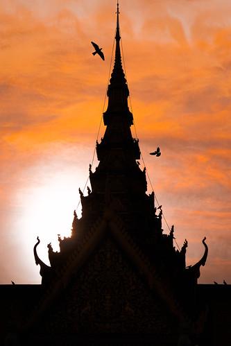 asia cambodia phnompenh royalpalace sunset silhouette sony sonyα6300 sonyepz18105mmf4goss