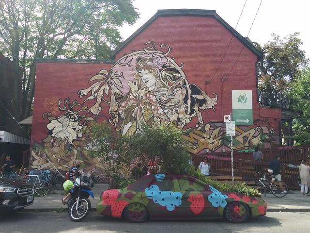 Mural (3) #toronto #kensingtonmarket #oxfordstreet #augustaave #mural #publicart #graffiti #latergram