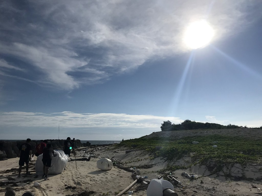 東沙島海濱處處可見飄洋過海的鄰國廢棄物。