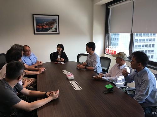 圖05.中油公司新加坡子公司曲副總向本會代表團進行業務報告