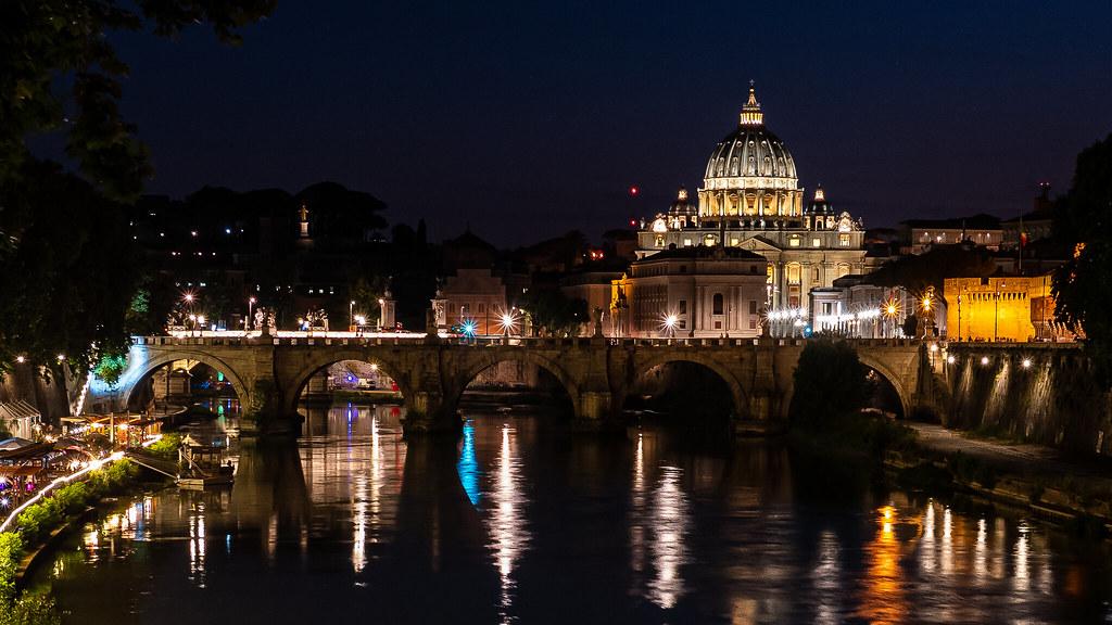 Les portes du Vatican 48628502362_4a007d89f8_b