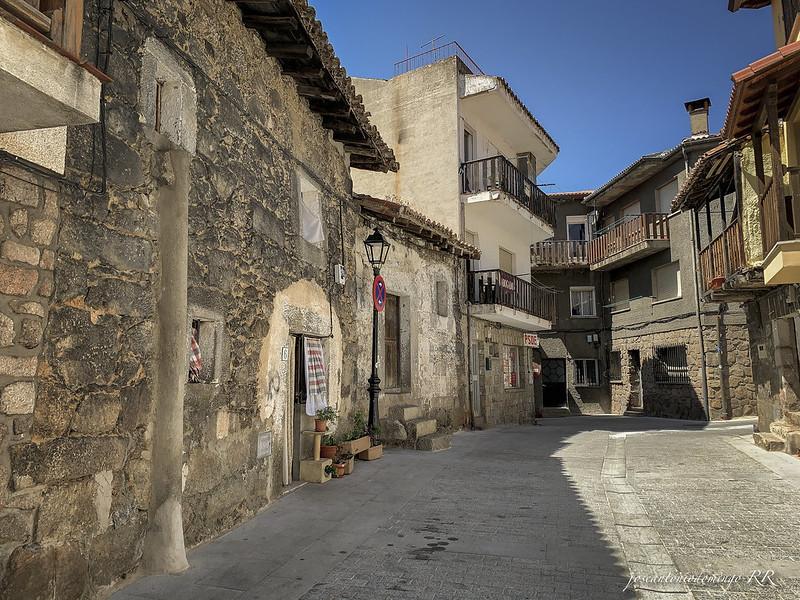 Una calle en Piedralaves