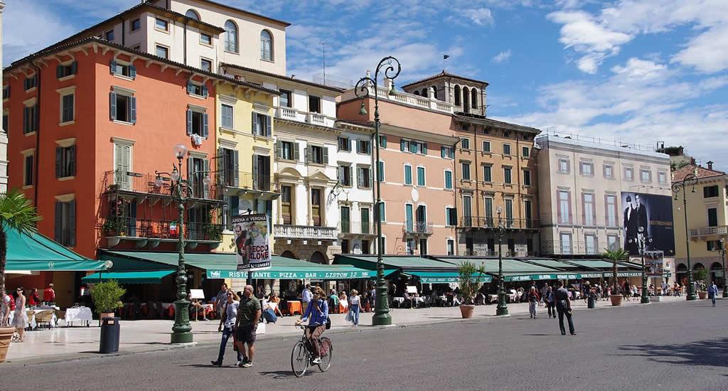 Fietsen in Verona: Piazza Bra | Mooistestedentrips.nl