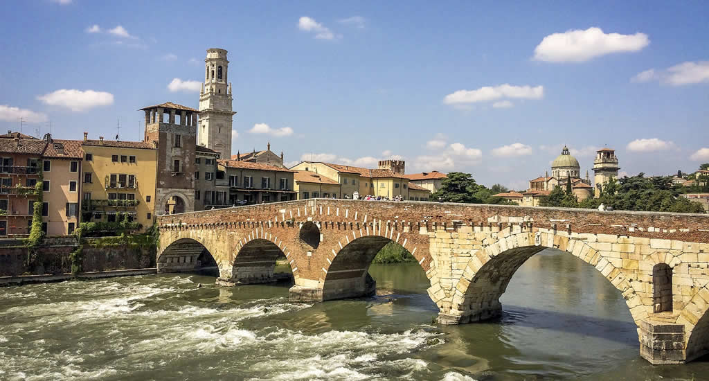Fietsen in Verona: Ponte Pietra | Mooistestedentrips.nl