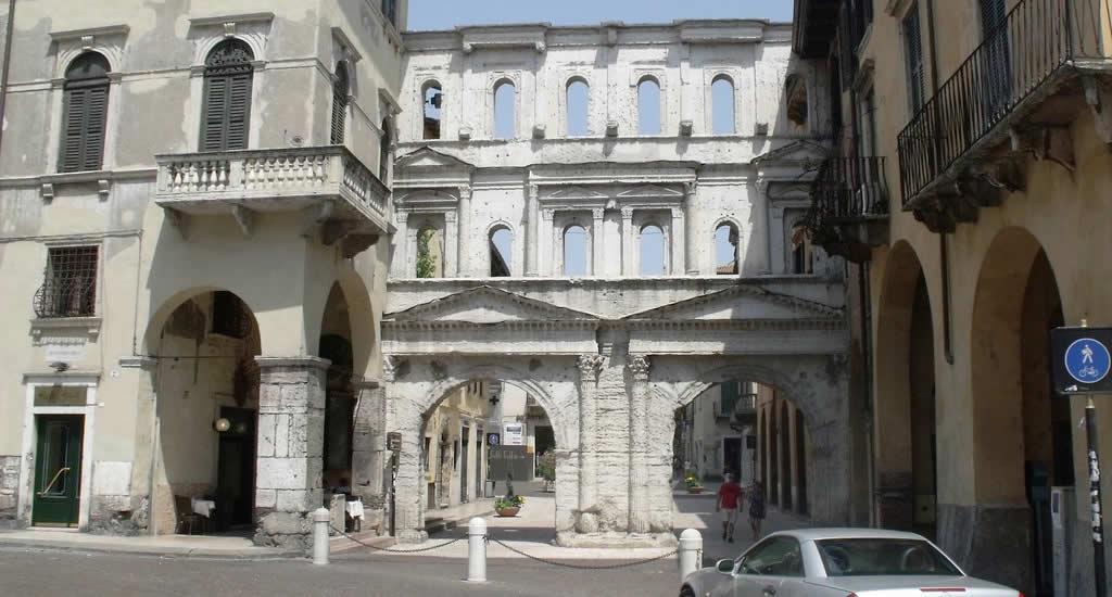 Porta Borsari, Verona | Mooistestedentrips.nl
