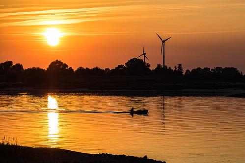 elbe fluss sonnenuntergang boot fischer drennhausen windrad windräder