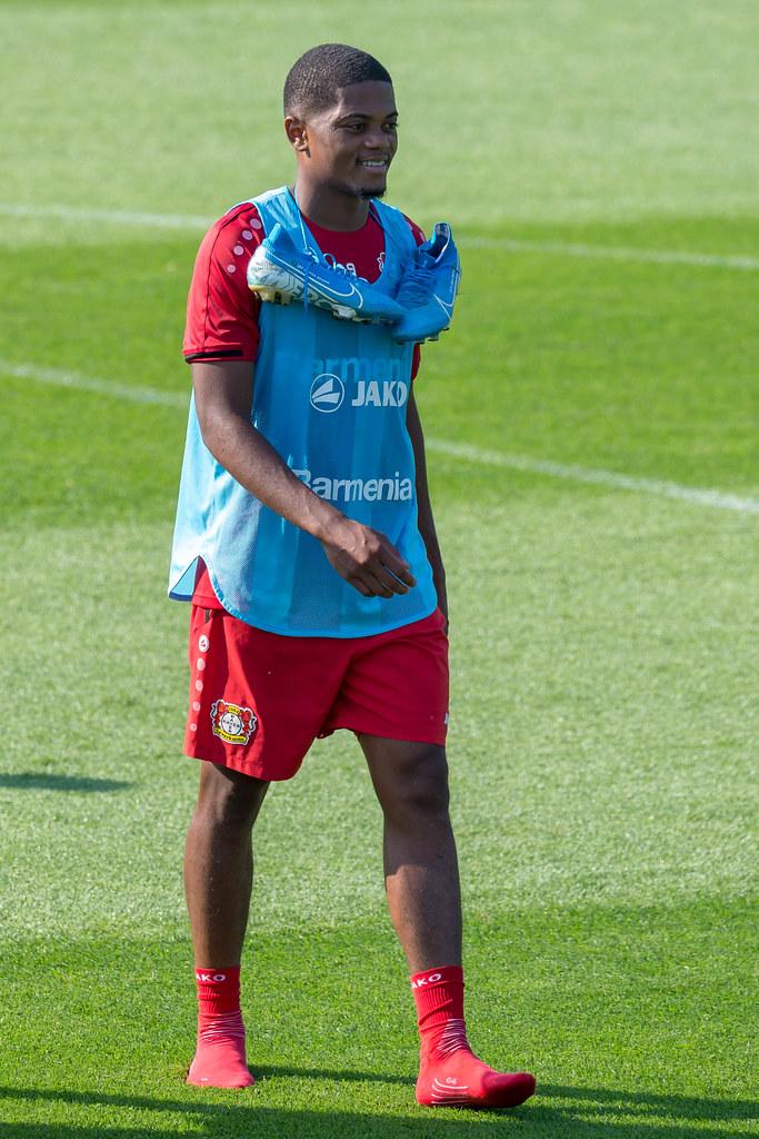 Nahaufnahme des Profi-Fußballers Leon Bailey ohne Schuhe, …   Flickr