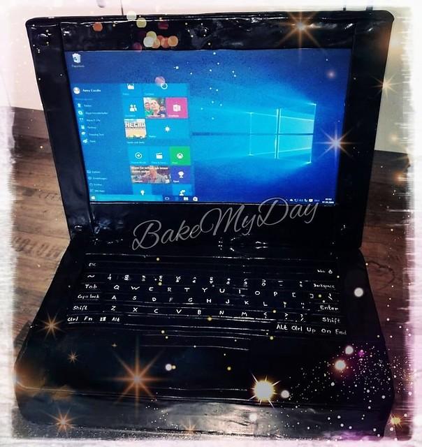 Laptop Cake by Anke Ju