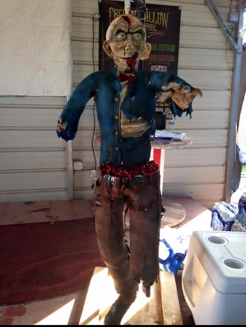 5-Foot Hanging Zombie Cake by Alissa Newlin