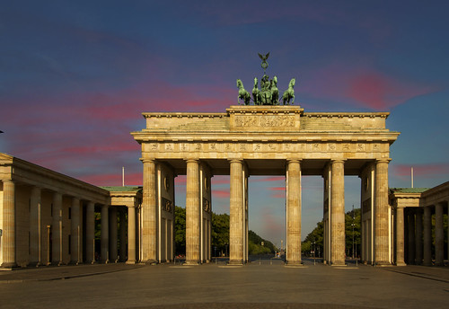 sunrise berlin brandenburggate quadriga brandenburgtor prussian landmark germany monument pariserplatz