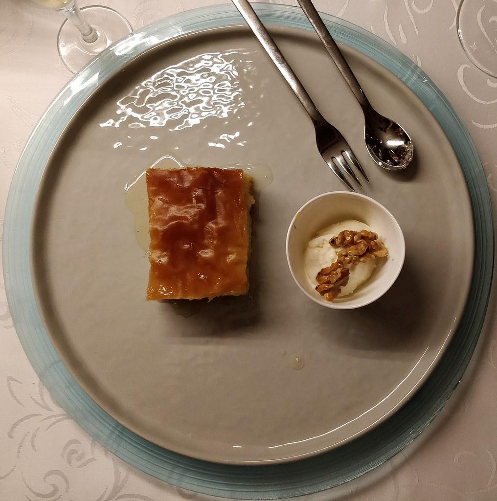 Galaktoboureko mit Joghurt-Zitronen-Eis