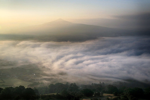 mist fog cloud morning earlymorning dawn wales welsh breconbeacons blackmountains nationalpark llanbedr tablemountain crughywel landscape cloudscape peak mountain sugarloaf hill hillside outside outdoor rural nature natural scenic scenery countryside