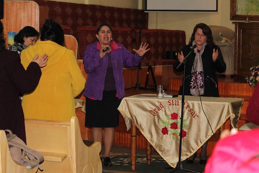 ¡Glorifícale cuando estés en problemas! Pastoras visitan Dorcas de Dichato