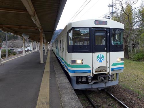 8100系電車 1988年の開業時に一括導入された交流電車。2019年7月より新車(E721系ベースのAB900系)への置き換えが始まった。
