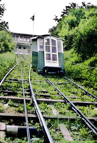 fenelonplaceelevator 1893 3footnarrowgauge funicularrailway dubuqueia 5261991 kodachrome64 scannedslide nationalregisterofhistoricplaces