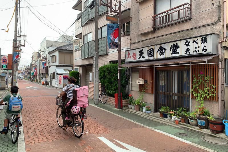偽 東京いい道しぶい道 西新井関原通り 関原通りひらさわ呉服店隣の天国食堂