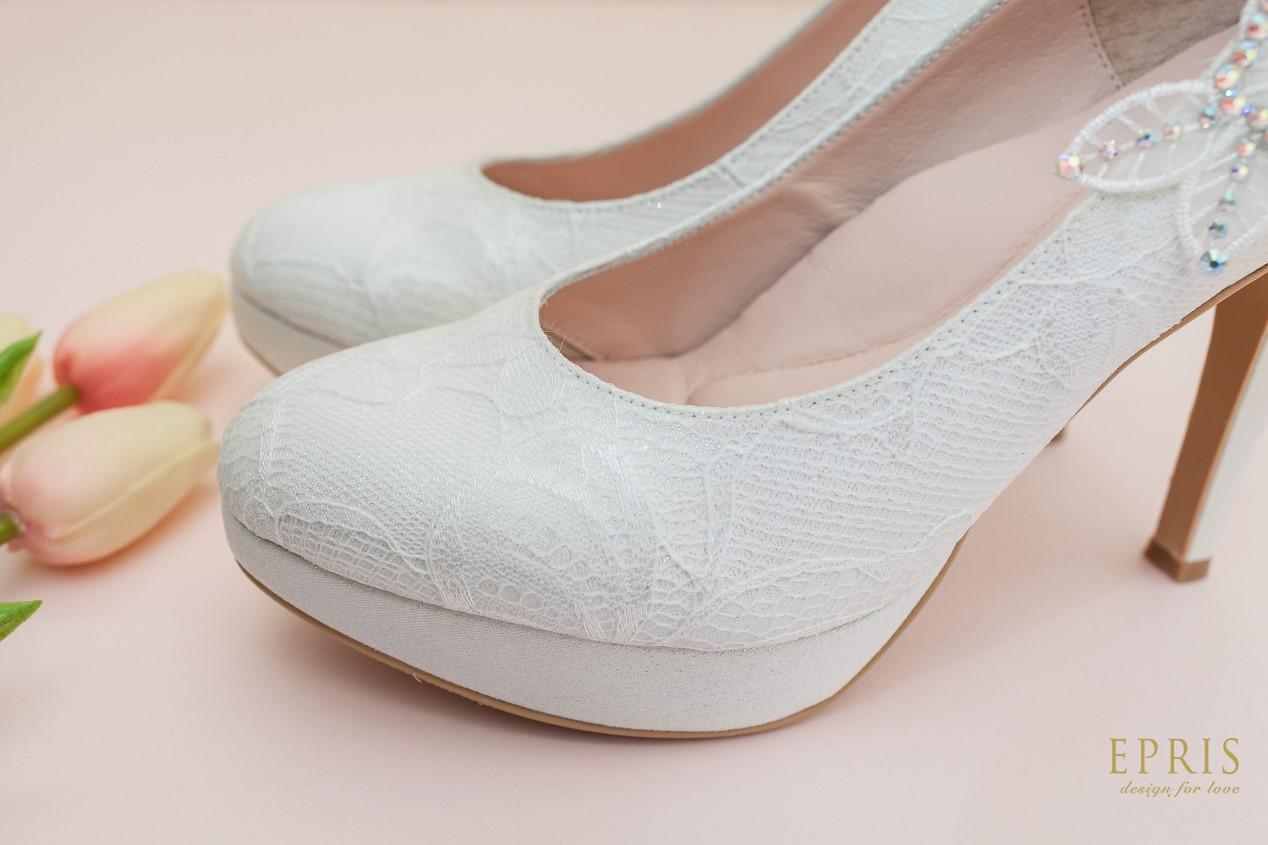 蕾絲高跟鞋