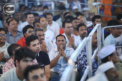 Devotees in full devotion