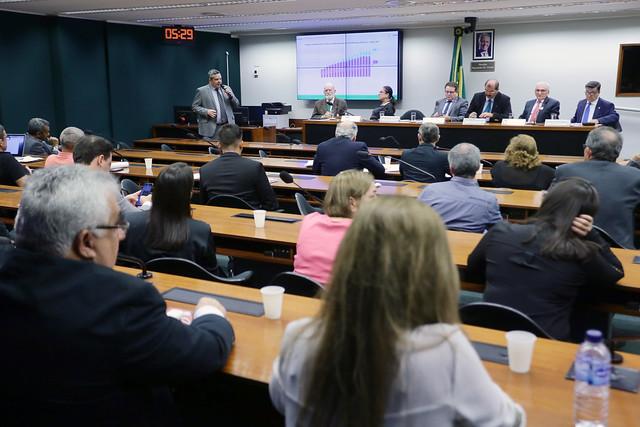 27-08-2019 - Audiência Publica na Câmara dos Deputados - Ensino a distancia na saude