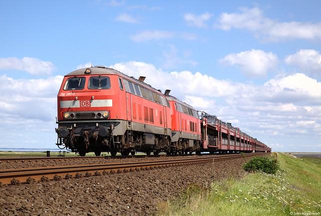 218 381-2 + 218 364-8 mit dem Sylt-Shuttle nach Westerland bei Morsum am 11.08.12