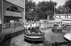 Au parc Belmont : dans le manège Le Fouet. Juillet 1953. VM105-Y-2_011-044. Archives de la Ville de Montréal.