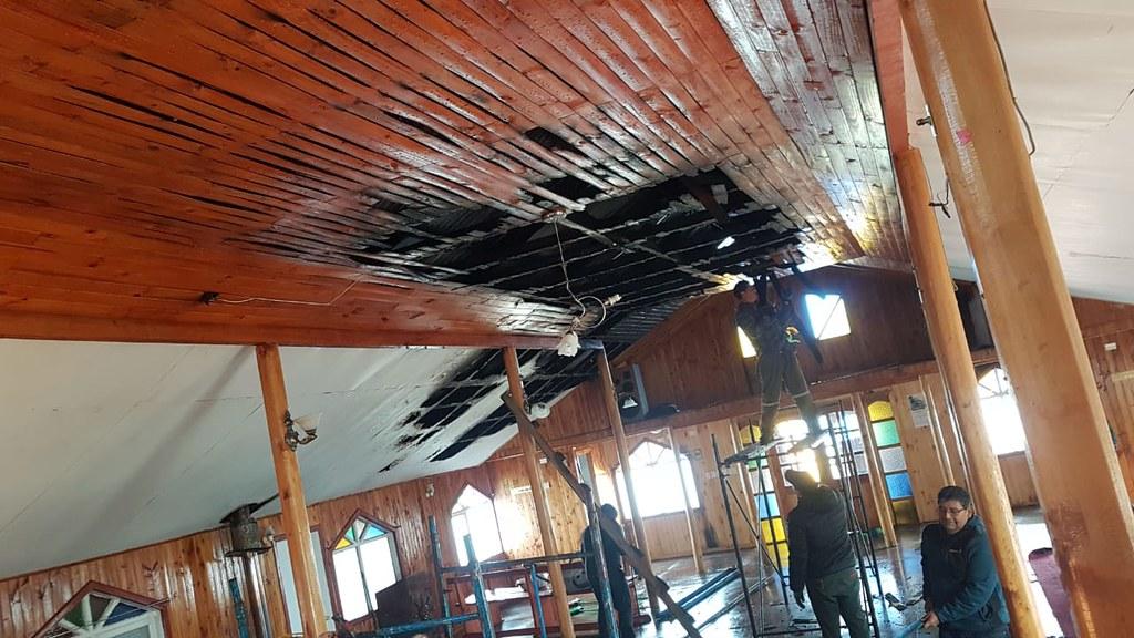 Incendio destruye 80% Templo Iglesia de Melinka