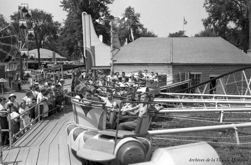 Au parc Belmont : dans les manèges. Juillet 1953. VM105-Y-2_011-004. Archives de la Ville de Montréal.