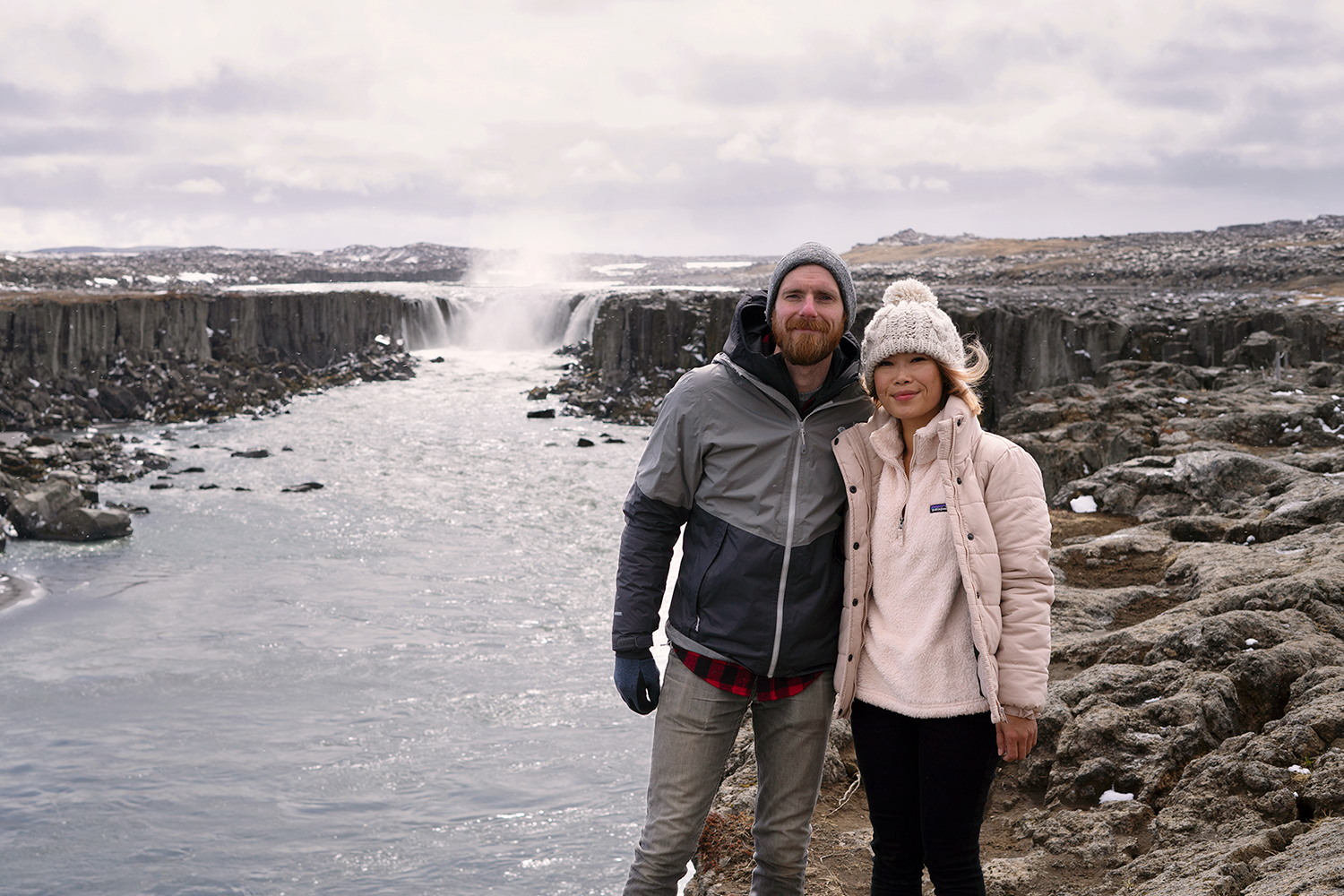 38selfoss-waterfall-iceland-travel-couple