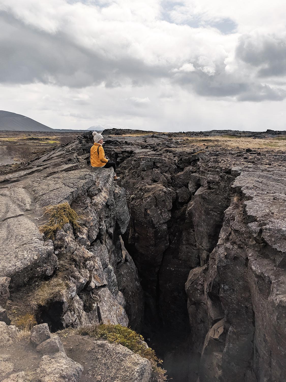 14myvatn-grjotagja-cave-volcanic-iceland-travel