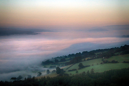 mist fog cloud morning earlymorning sunrise dawn shadow tablemountain breconbeacons blackmountains uskvalley field fields trees landscape cloudscape nature natural scenic scenery outside outdoor crughywel