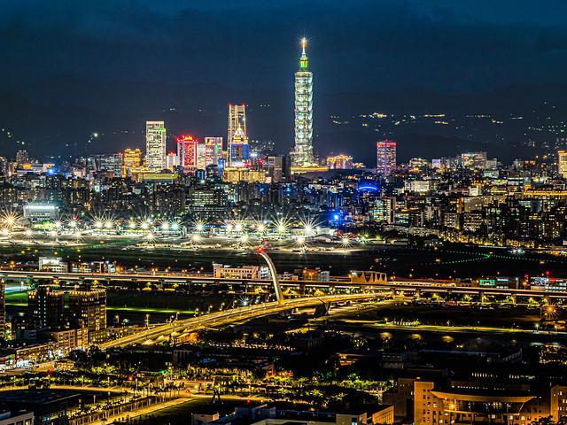劍潭山 老地方觀景平台 - 夜景