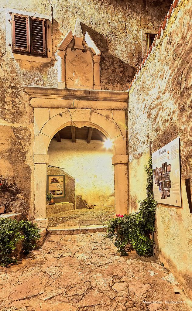 Mošćenička gradska vrata