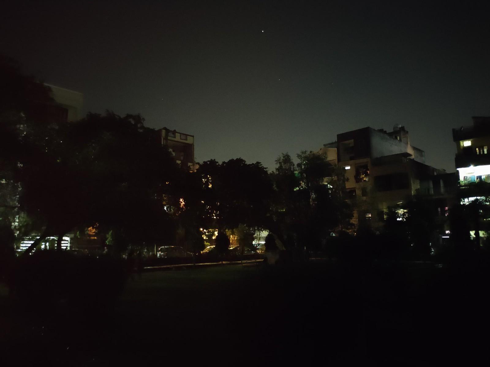 Realme XT vs Realme 5 Pro at Night (64MP vs 48MP)