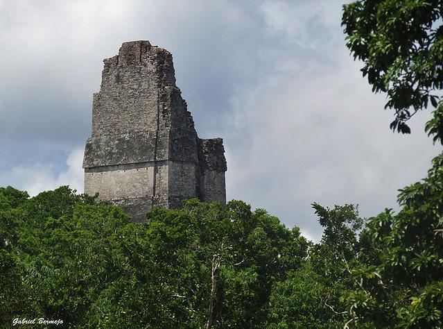 La cresta de la pirámide - Tikal