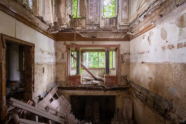 Villa Collapse-2