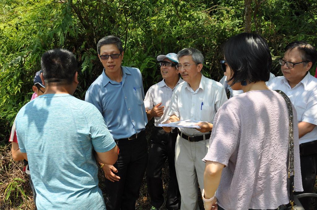 環評委員到達礦區現場進行勘查。孫文臨攝