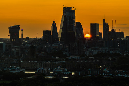 london sunset bttower thegherkin thescalpel thewalkietalkie thecheesegrater herontower salesforcetower thepinnacle riverthames novotelcanarywharf canon 80d 70200mmf4lis
