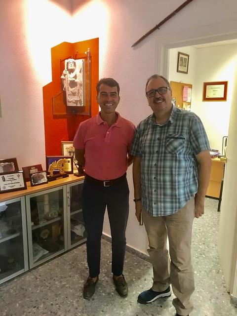 Delegado de Turismo, Juan Francisco Rodríguez,  y el tesorero de la Asociación de Amigos del Camino de Santiago en Sevilla, Miguel Rodríguez García