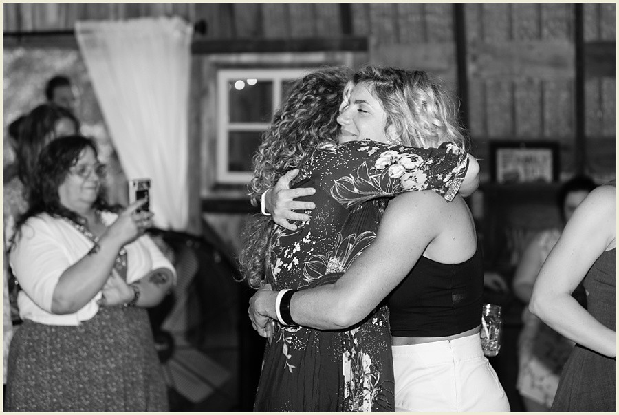 emilystenoaksranch_madisonwisconsinwedding_intimatewedding_farmwedding_ranchweddingphotography_iowaweddingphotographer_wisconsinweddingphotography_jenmadiganphotography_samesexwedding_intimateweddingphotography_030
