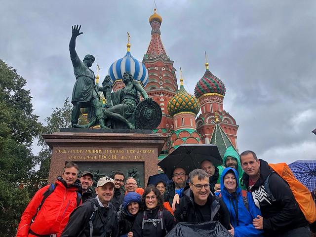 Equipo de la Expedición Kamchatka 2019 en la Plaza Roja de Moscú