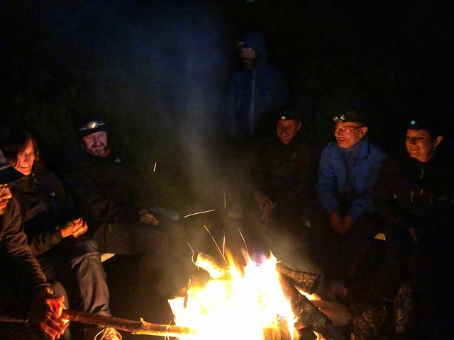 Hoguera en el campamento de la primera noche que pasamos en el río Bystraya de Kamchatka