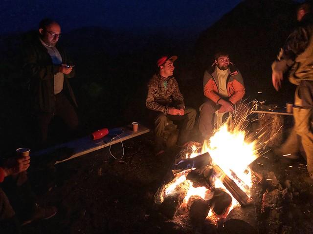 Hoguera en el Campamento Marmota del Tobalchik (Expedición Kamchatka)