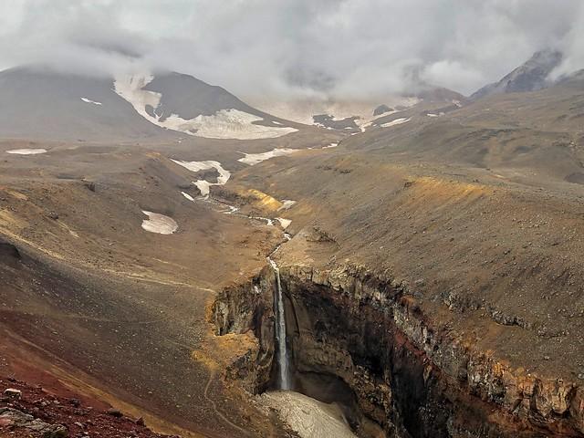 Cascada del volcán Mutnovsky (Kamchatka, Rusia)