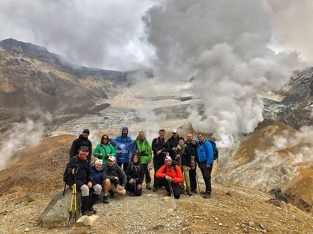 Equipo de la Expedición Kamchatka 2019 en el volcán Mutnovsky