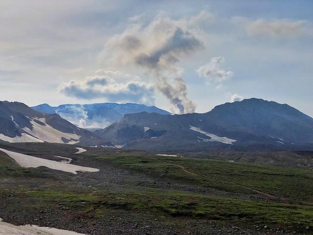 A lo lejos el volcán Mutnovsky (Kamchatka)