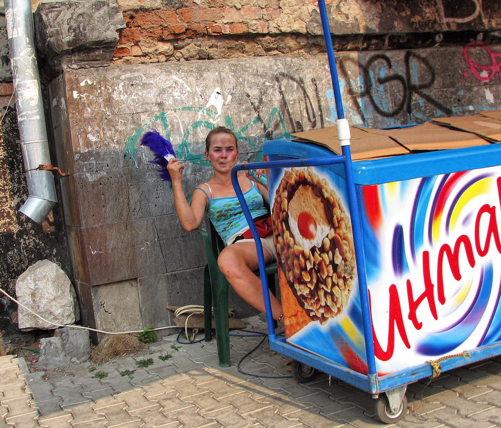 Жаркое лето Продавщица мороженого