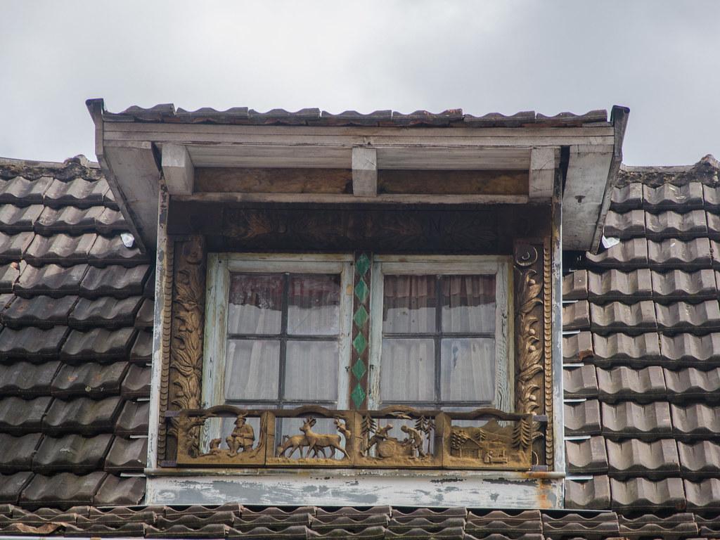 Encadrement De Fenetre Facade encadrement de fenêtre en bois du 33 rue principale d'ottr