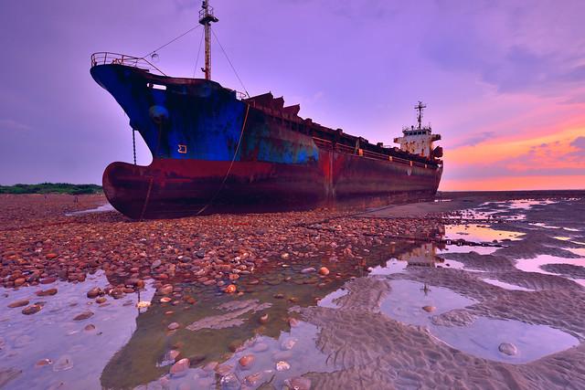 DSC_5037_00001~Stranded.Ship