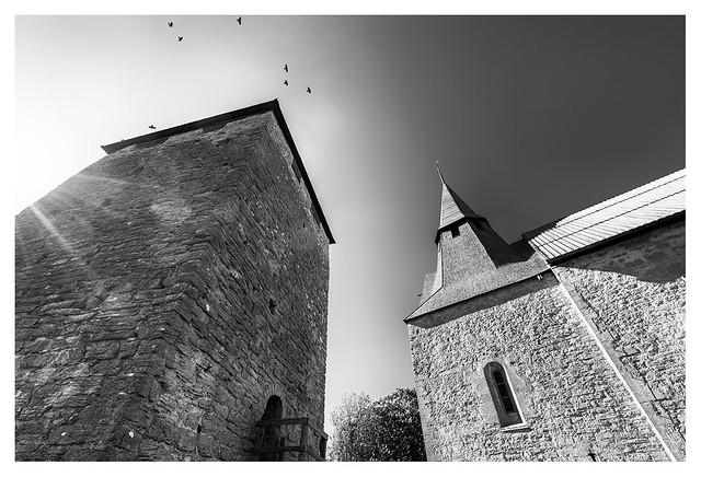 Gammelgarns kyrka och kastal