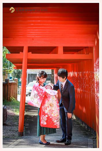 深川神社へ初宮参り 愛知県瀬戸市 赤い鳥居の下で